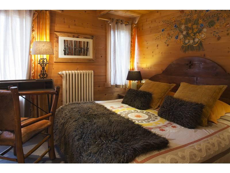 Room 142389-373616