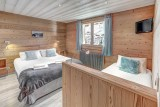 Chambre avec lit double et lit simple/Bedroom with a double bed and a single bed-Androsace n°2-Le Grand-Bornand