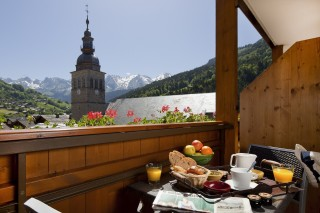 DOUBLE ROOM WITH BALCONY AND MOUNTAIN VIEW-.