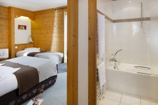 Triple room with balcony and mountain view-rack rate