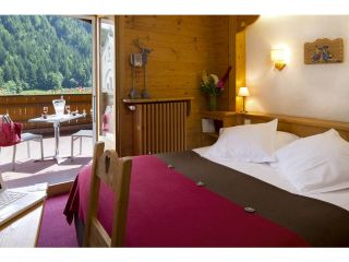 Double room with south terrasse and mountain view-with half-board pension for 2 pers
